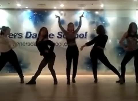 韩国翘臀黑丝美女热舞高清