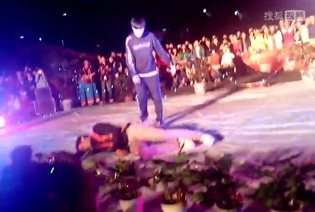 两个可爱韩国女生跳性感舞