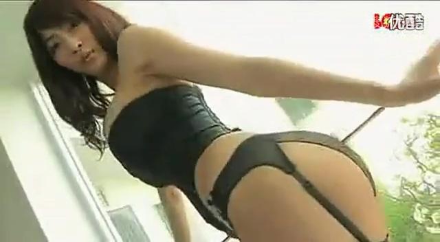 视频:极品美女 床上诱人