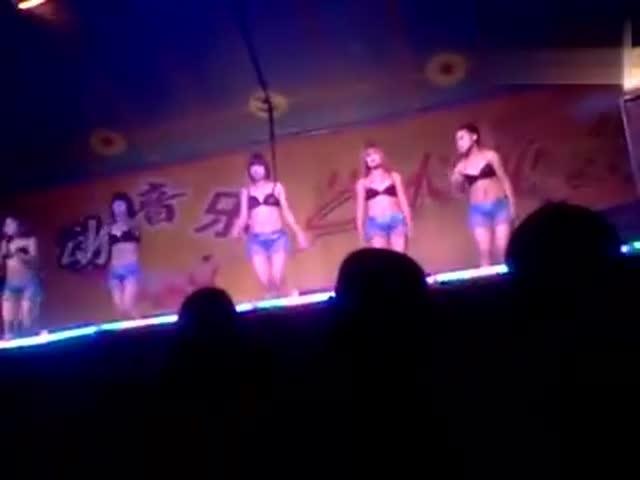 最新农村歌舞团表演