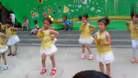 可爱的小猪舞蹈