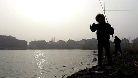 海竿 钓鱼技巧  初学者海竿介绍 钓鱼初学者视频-台钓浮漂的使用