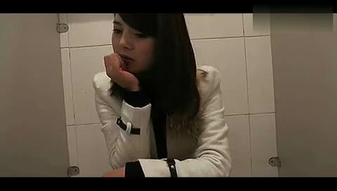 厕所美女偷拍视频_两个美女上厕所,不笑打我!